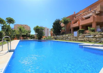 LaFragata Estepona zwembad_community_swimming_pool_with_communal_sunloungers_available