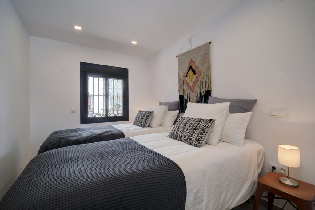 Fishermans Cottage Estepona - Renovated townhouse sea view in center 3